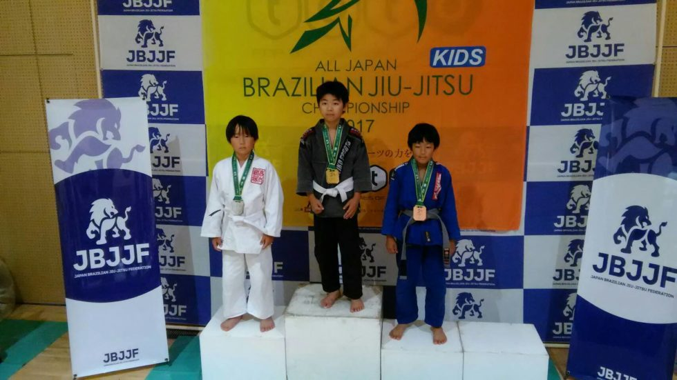 日本ブラジリアン柔術連盟全日本キッズ柔術選手権|表彰台写真01